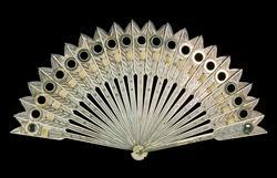 An image of Brisé fan