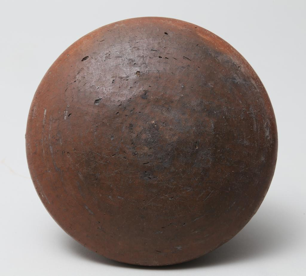 An image of Vessel. Jar, broad shouldered and very squat. Production Place/Find Spot: Egypt. Height 0.085. Twelfth Dynasty. Eighteenth Dynasty. Middle Kingdom-New Kingdom.
